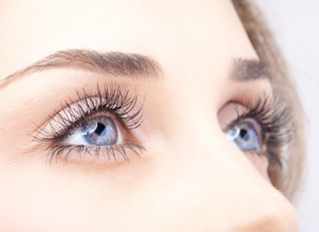 eyelash threading salon treatments